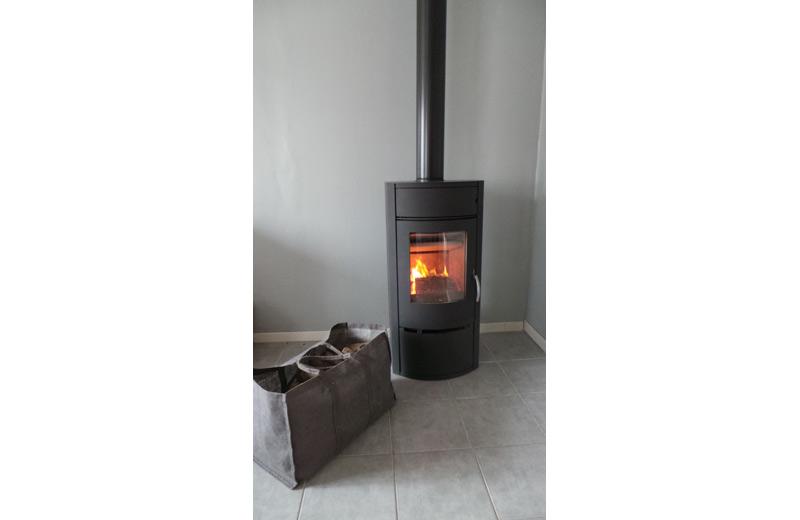 ambiance poele a bois warm 3. Black Bedroom Furniture Sets. Home Design Ideas