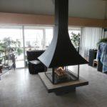 cheminee centrale suspendue foyer ferme